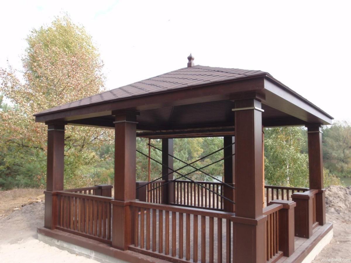 Дизайн из дерева на даче