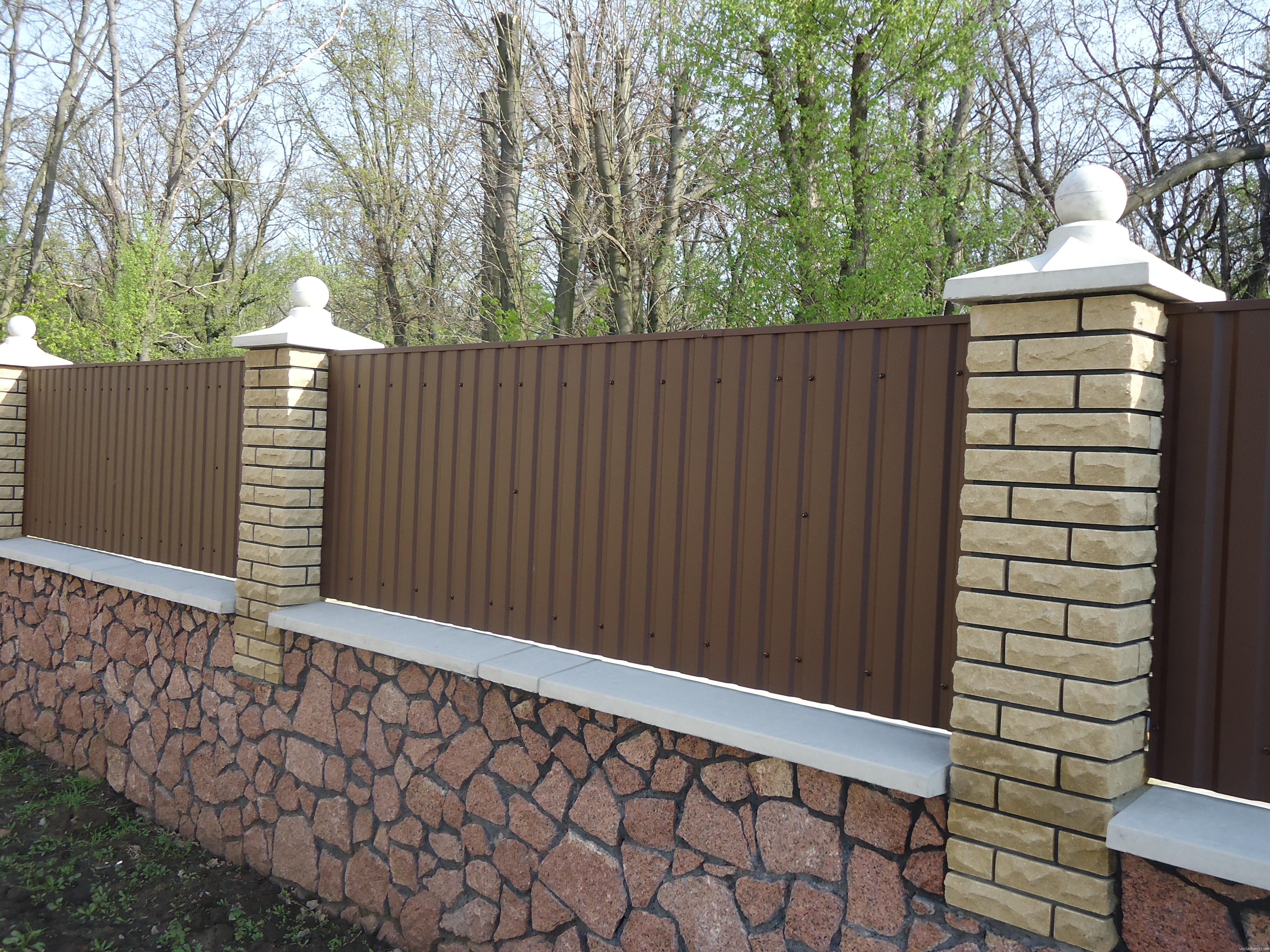 Забор из металлической решетки 280