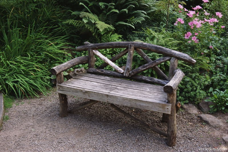 Скамейка в саду своими руками фото