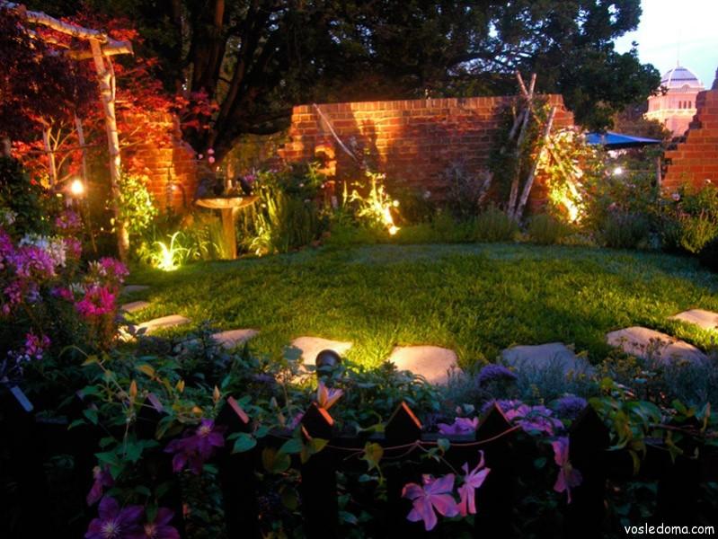 Фонарики в саду