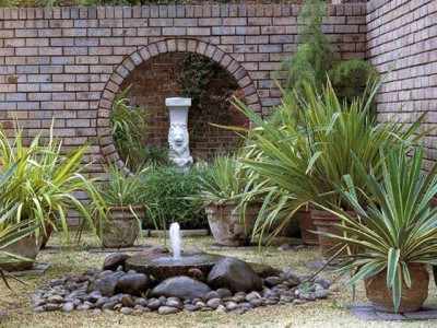13-sadovuy-fontan-svoimi-rykami