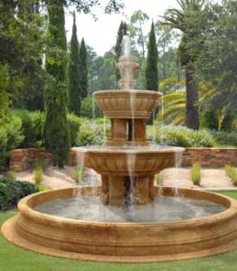 14-sadovuy-fontan-svoimi-rykami