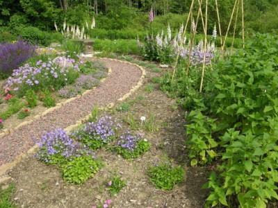 насыпная или мягкая садовая дорожка