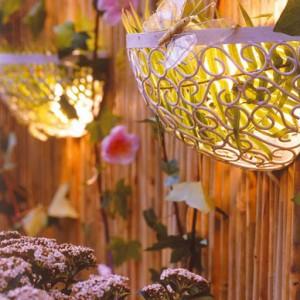 35-dekorativnoe-osveschenie-sada-svoimi-rykami