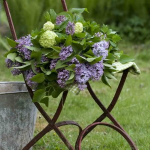 flowers-on-chairs-decorating4