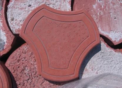 Тротуарная плитка, изготовленная методом вибролитья