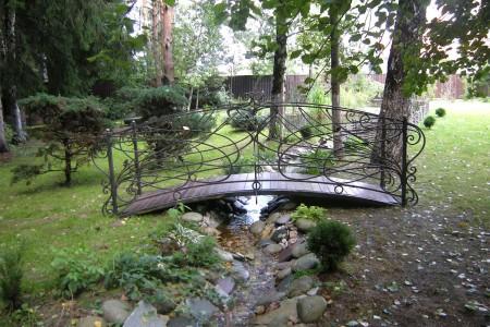 Последний аккорд в мелодии сада или прелесть садовых мостиков