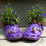 Клумба из сапога, старая обувь в виде вазонов, 46 фото