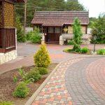 Тротуарная плитка – лучшее покрытие дорожек на даче