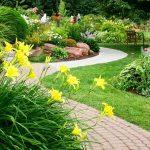 Садовая дорожка — важный элемент декора