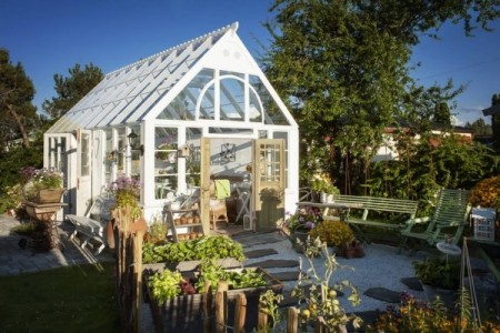 Теплица для отдыха и садоводства, которая украсит ваш дачный участок