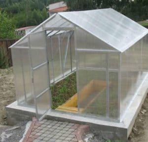 фундамент из бетона для теплицы